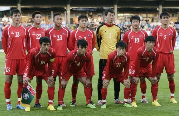 Korea DPR-10-ASTRE-home-kit-red-red-red-pose.JPG