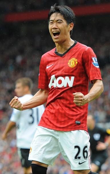 Manchester United-12-13-NIKE-first-kit-red-white-black-2.jpg