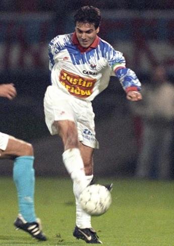 Manuel-Amoros-1993-1994-Olympique-Lyonnais.jpg