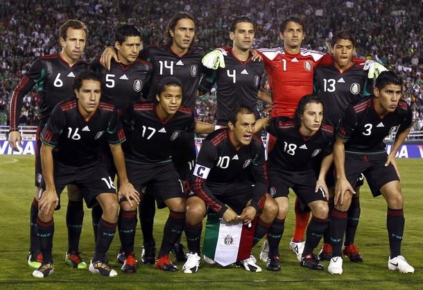 Mexico-10-11-adidas-away-uniform-black-black-black-group.JPG