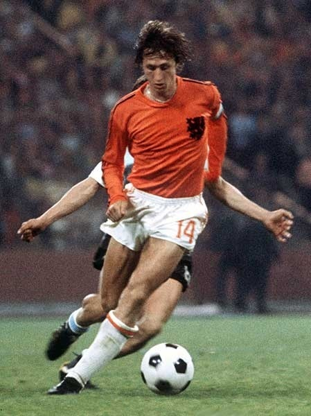 Netherland-74-unknown-kit-orange-white-orange-Johan-Cruyff.jpg