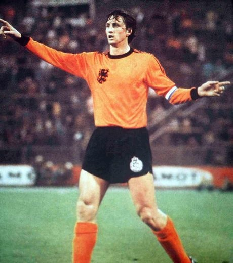 Netherlands-1976-adidas-home-kit-orange-black-orange.jpg