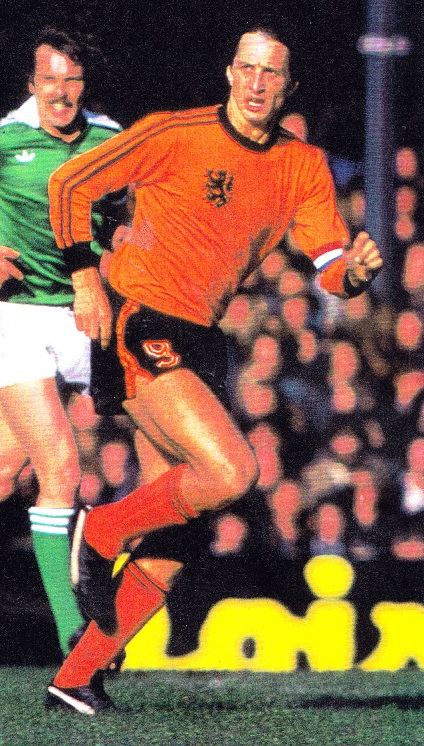 Netherlands-1977-adidas-home-kit-orange-black-orange.jpg