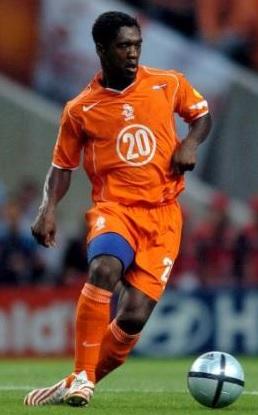 Netherlands-2004-2005-NIKE-home-kit-Clarence-Seedorf.jpg
