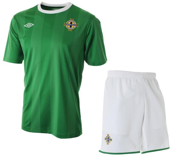 Northern Ireland-10-11-UMBRO-home-shirt-green.JPG