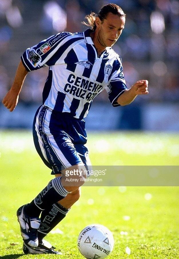 Pachuca-1999-2000-atletica-home-kit.jpg