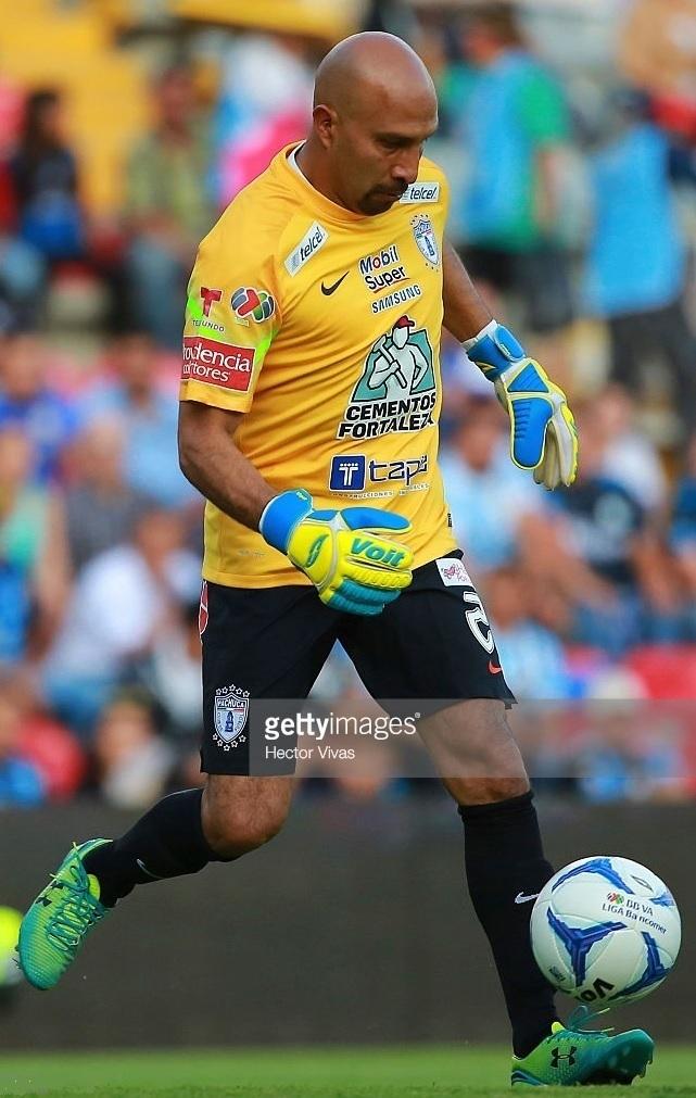 Pachuca-2015-16-NIKE-GK-kit-Oscar-Perez.jpg