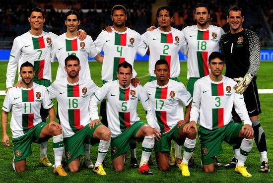 Portugal-10-11-NIKE-away-uniform-white-green-white-group.JPG