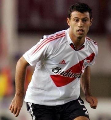 River-Plate-04-05-adidas-home-kit-Javier-Mascherano.jpg