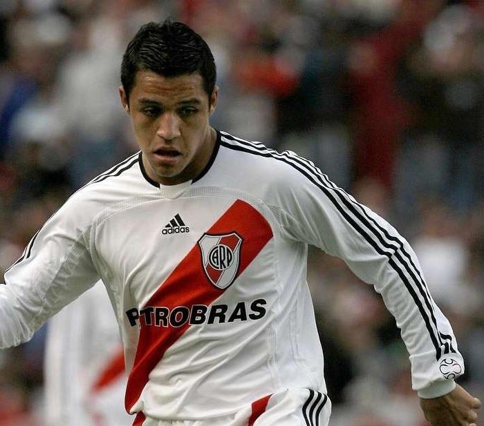 River-Plate-07-08-adidas-home-kit-Alexis-Sanchez.jpg