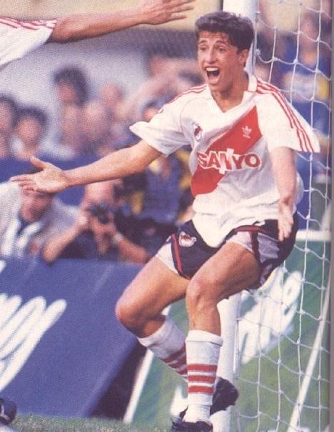River-Plate-93-94-adidas-home-kit-Hernan-Crespo.jpg