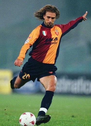 Roma-01-02-Kappa-cup-first-kit-red-black-black-Gabriel-Batistuta.jpg