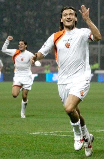 Roma-05-06-Kappa-second-kit-white-white-white-Francesco-Totti.jpg