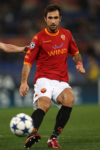 Roma-10-11-Kappa-first-kit-red-white-black-Mirko-Vucinic.jpg