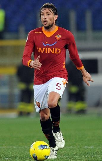 Roma-11-12-Kappa-first-kit-red-white-black-Gabriel-Heinze.jpg