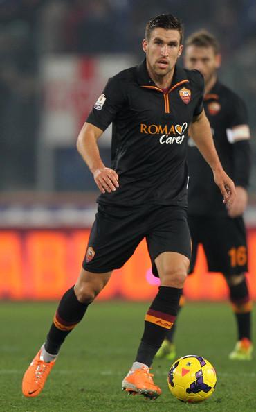 Roma-13-14-no-name-third-kit-black-black-black-Kevin-Strootman.jpg