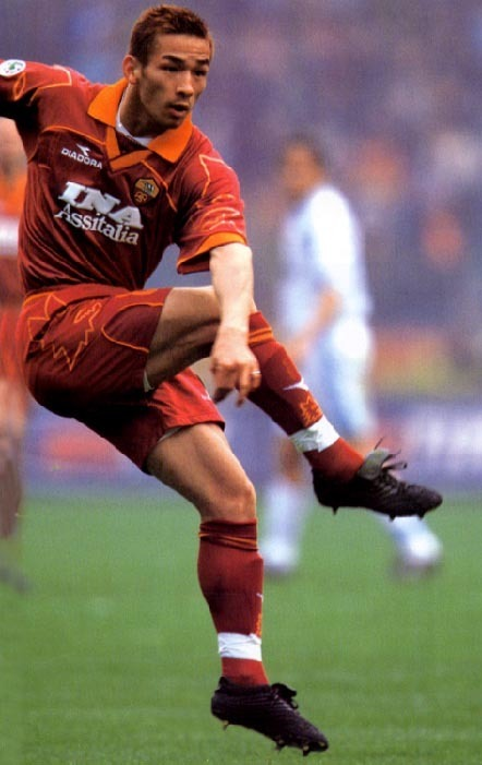 Roma-99-00-DIADORA-first-kit-red-red-red-中田英寿.jpg