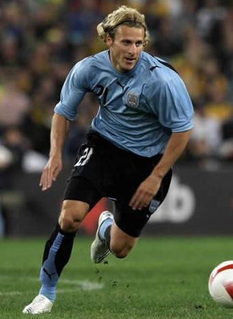 Uruguay-07-08-PUMA-home-kit-Diego-Forlán.jpg